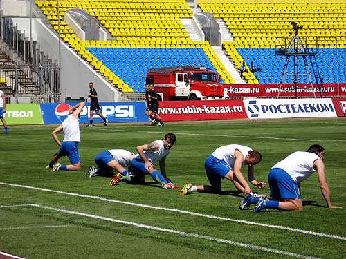 Sport limbering up of football players razminka futbolistov